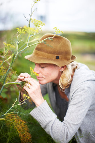 Photograph of Caroline Davey, from Fat Hen, the Wild Cookery School in Cornwall